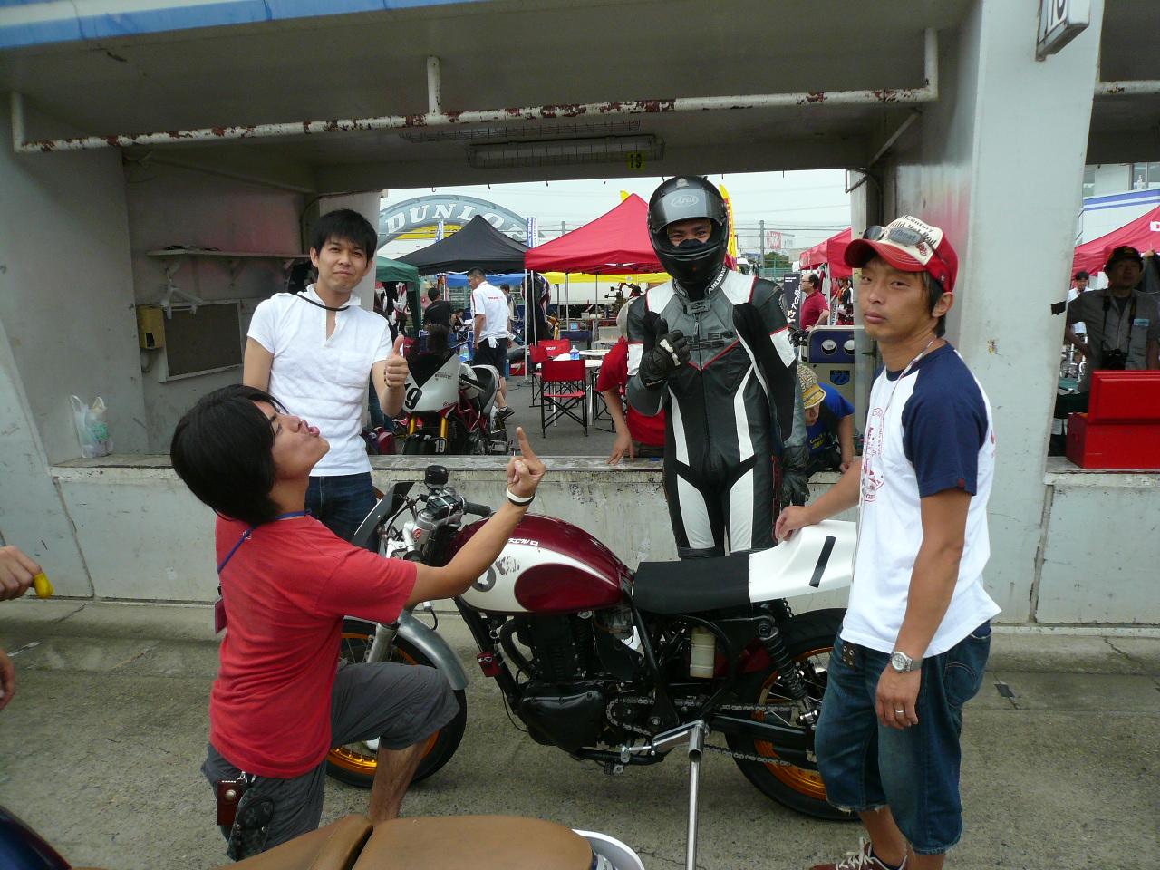 http://img.blogs.yahoo.co.jp/ybi/1/13/f5/tetsutaro499/folder/420377/img_420377_48531523_5?1246460044
