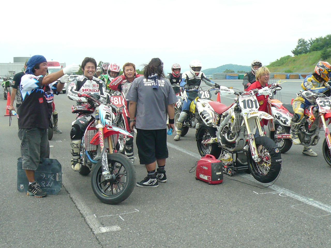 http://img.blogs.yahoo.co.jp/ybi/1/13/f5/tetsutaro499/folder/420377/img_420377_48744748_1?1248102563